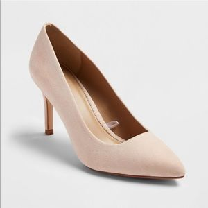 Pointed toe pumps 7.5